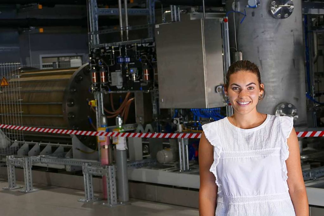 Projektingenieurin Dagmar Kaiser vor d...palten wird in Wasser- und Sauerstoff.    Foto: Michael Baas