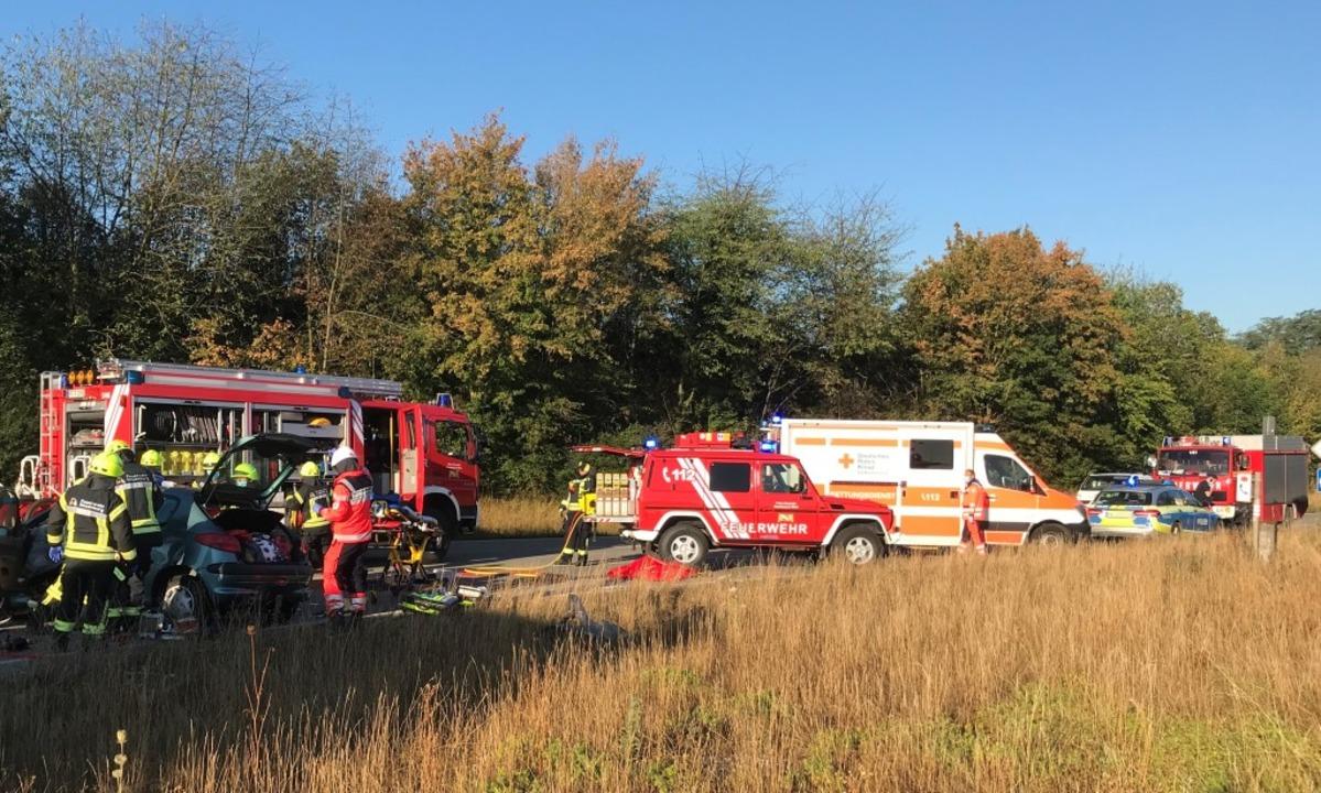 Im Einsatz waren die Polizei, Rettungs...nsatzfahrzeugen und 19 Einsatzkräften.  | Foto: Feuerwehr Neuenburg
