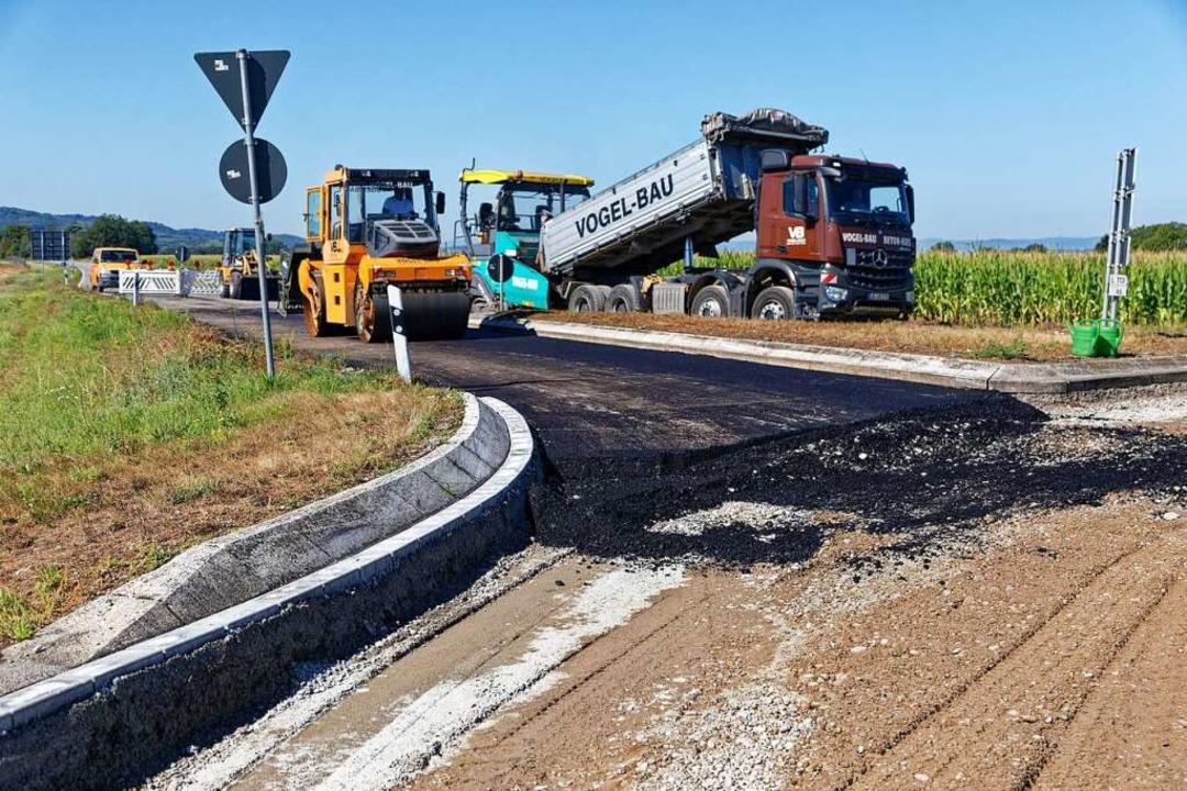 Bauarbeiten am Kreisverkehr der L 113/...die Arbeiten noch nicht abgeschlossen.  | Foto: Martin Wendel