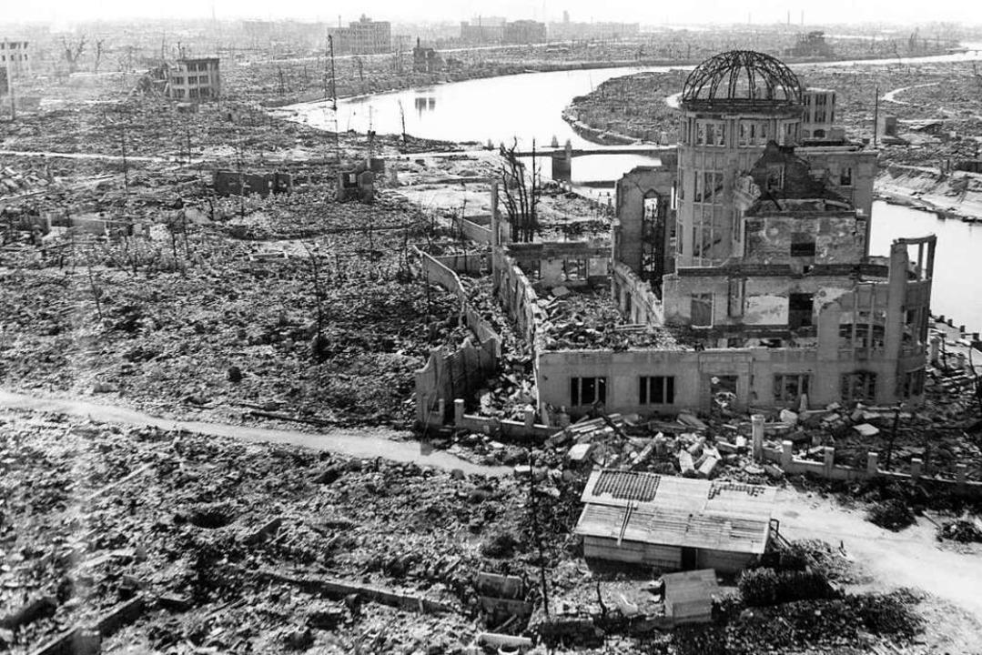 Ein historisches Foto zeigt das Ausmaß... japanische Stadt dem Erdboden gleich.  | Foto: HANDOUT (AFP)