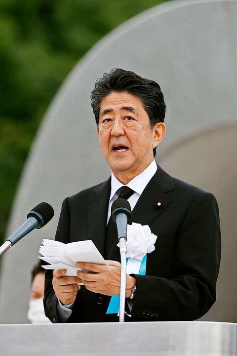Shinzo Abe, Ministerpräsidenten von Ja... auf Hiroshima im Peace Memorial Park.  | Foto: - (dpa)