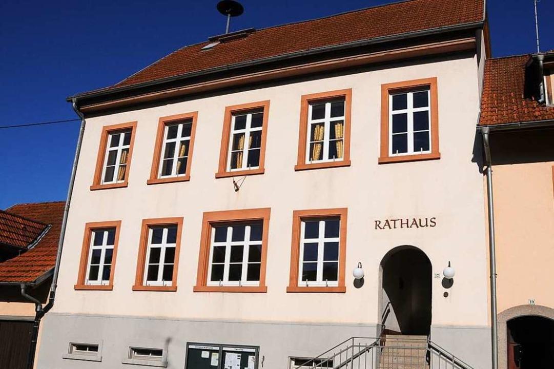 Der Gemeinderat hat in seiner Klausurt...nser Bild zeigt das Rathaus in Eichen.  | Foto: Robert Bergmann