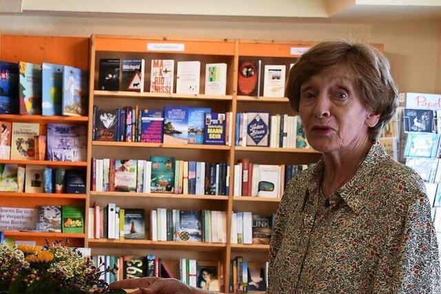 Wie ein Ehepaar, 88 und 80 Jahre alt, eine Buchhandlung in Schluchsee führt