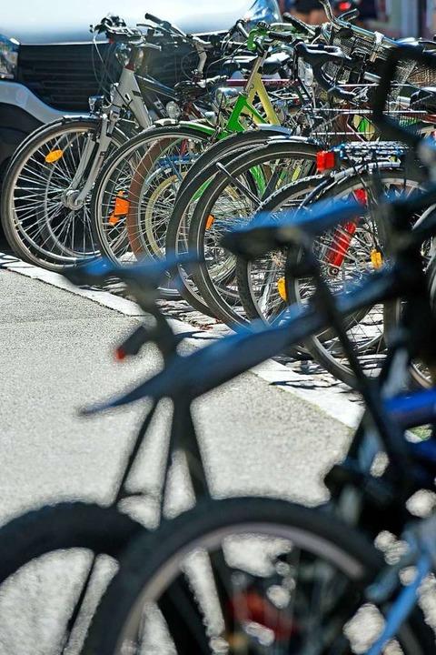 Da stehen sie wieder: Räder in der City   | Foto: Michael Bamberger
