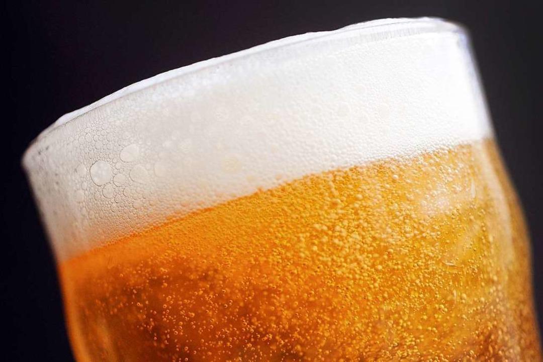 Um das Bier ranken sich zahlreiche Mythen.  | Foto: Marius Becker (dpa)