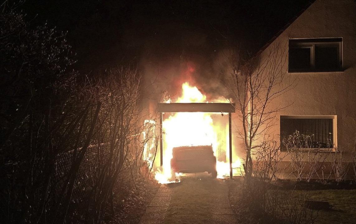Der Anschlag auf die Garage von Linken...rat Kocak wird der Serie zugerechnet.   | Foto: Ferat Kocak (dpa)