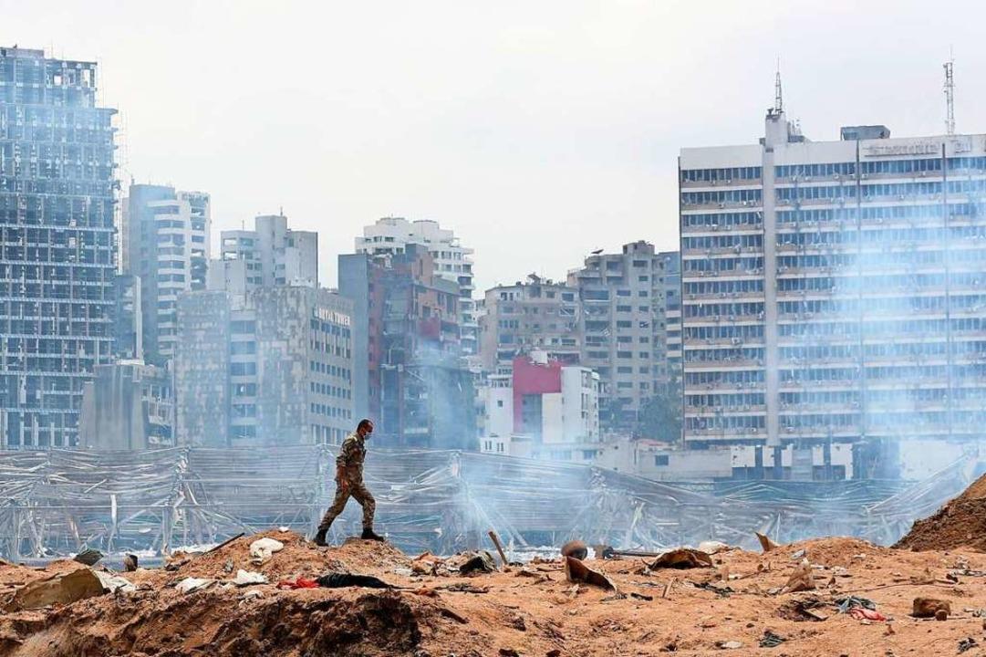 In Beirut hatte eine heftige Detonatio...entrum in Scherben und Trümmer gelegt.  | Foto: Thibault Camus (dpa)