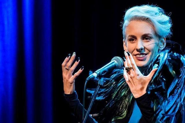 Drohungen führen zur Ausladung der Kabarettistin Lisa Eckhart