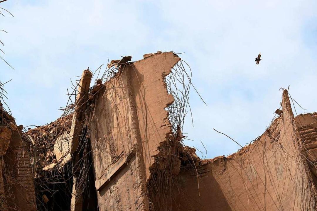 Eine verheerende Explosion mitten in B.... Die halbe Stadt ist ein Trümmerfeld.  | Foto: Thibault Camus (dpa)