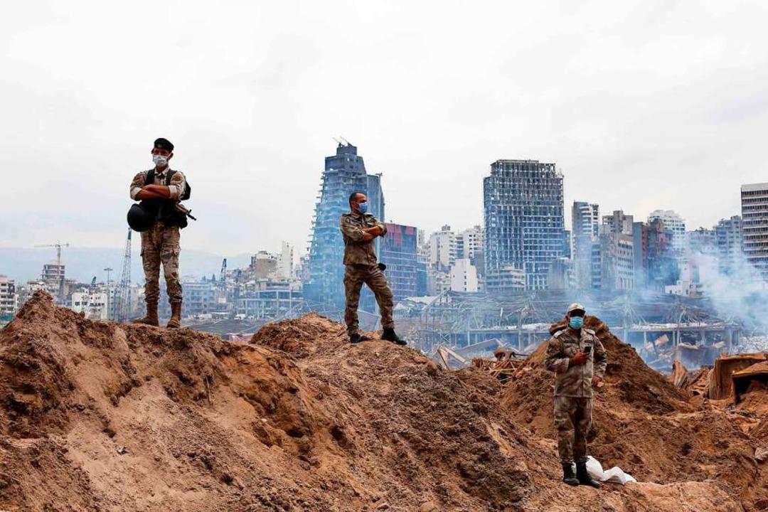 Eine verheerende Explosion mitten in B.... Die halbe Stadt ist ein Trümmerfeld.  | Foto: THIBAULT CAMUS (AFP)