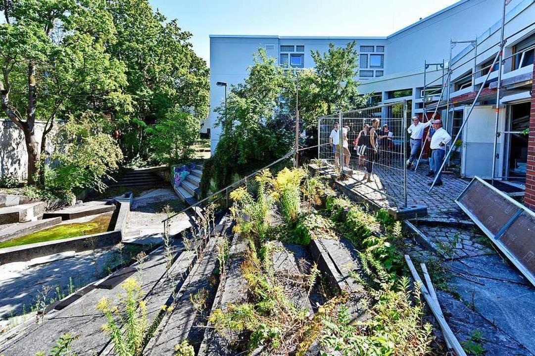 Zuletzt wird, wie vom Denkmalamt gefor... verkrautete Außenbereich neu gemacht.    Foto: Michael Bamberger