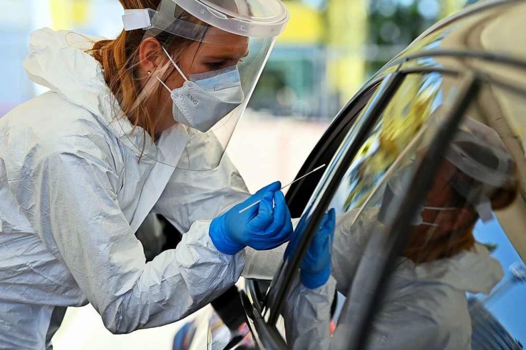 Im Auto werden von diesem Samstag an i...Corona-Tests vorgenommen (Symbolfoto).    Foto: Eric Lalmand (dpa)