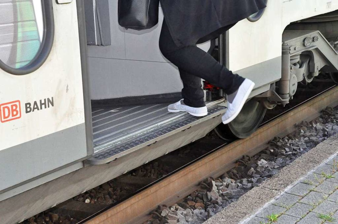 Schon bei den alten Zügen grenzt der E...gen ist die Ausstiegshöhe noch größer.  | Foto: Ralf Strittmatter