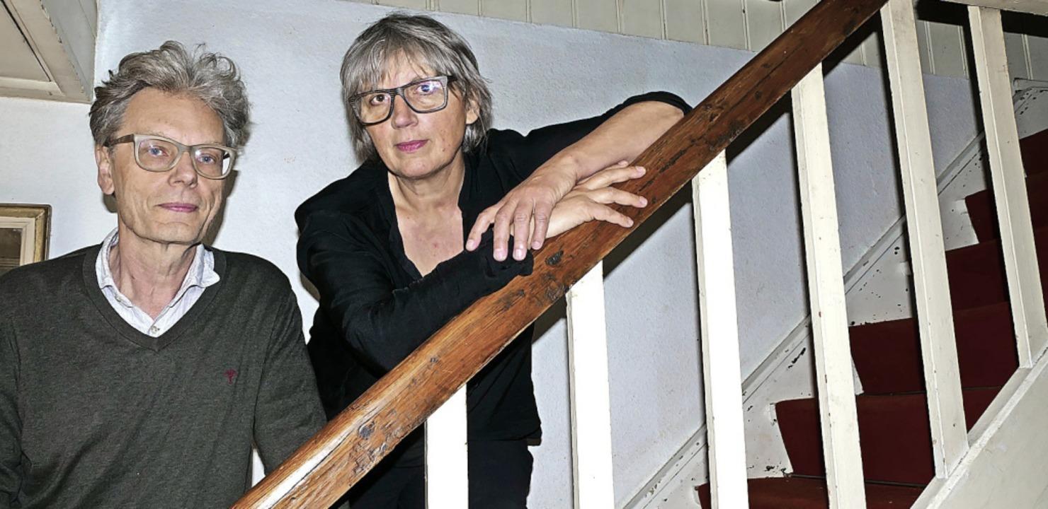 Im Treppenhaus sieht es noch  aus wie ... Mihaljevic die Künstler der Familie.   | Foto: Susanne Filz
