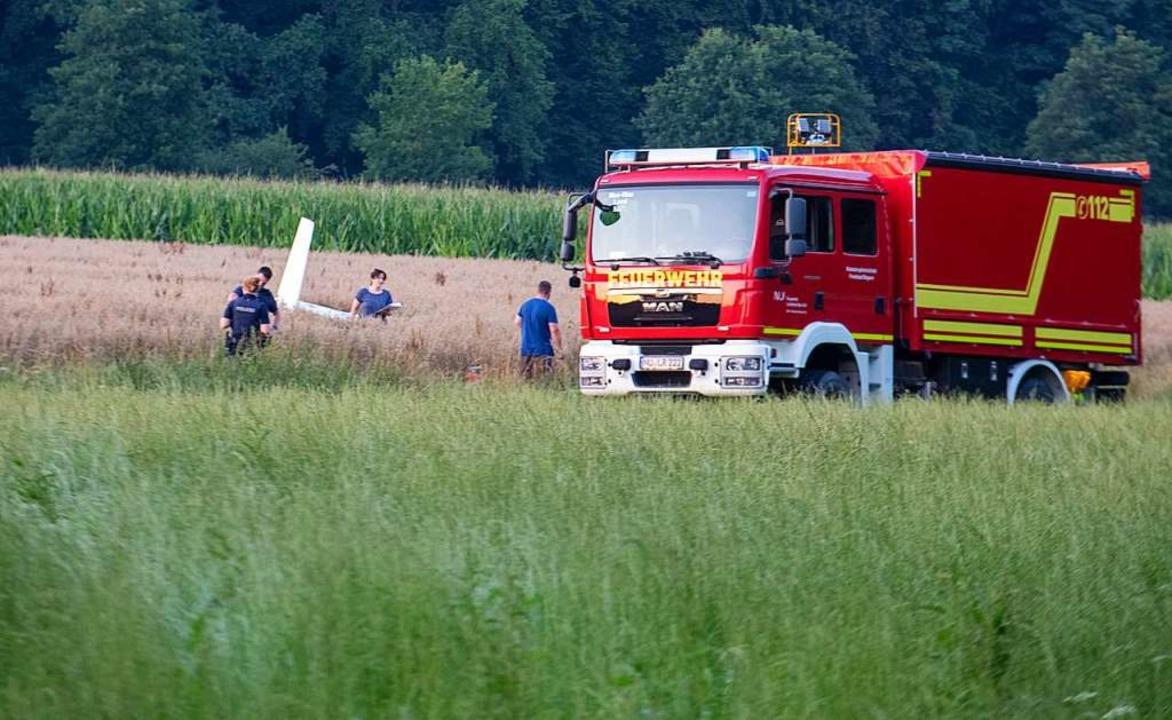 Einsatzkräfte arbeiten an der Absturzs...horn im bayerischen Landkreis Neu-Ulm.  | Foto: Stefan Puchner (dpa)