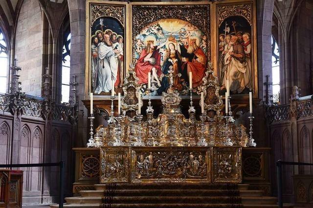 Erstmals seit Jahrzehnten ist der Silberaltar wieder im Münster aufgebaut