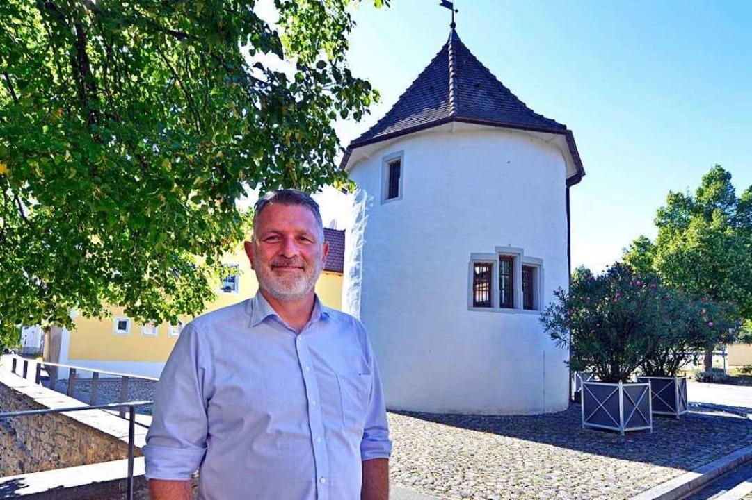 Christian Schildecker am Gigili-Turm, ... Dreißigjährigen Krieg zerstört wurde.  | Foto: Michael Bamberger