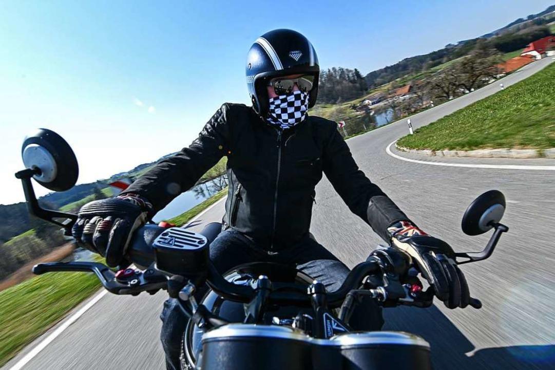 Kurvenreiche Strecken sind bei Motorradfahrern besonders beliebt.    Foto: Felix Kästle (dpa)