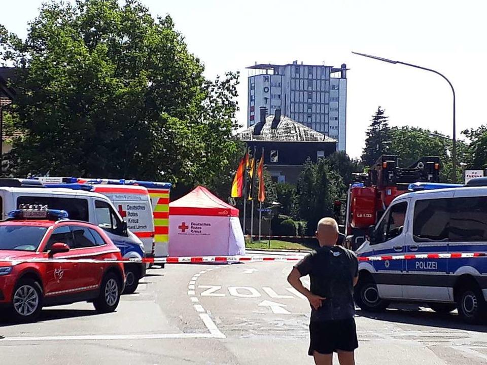 Am Samstagnachmittag war eine Straße in Lörrach gesperrt.  | Foto: Willi Adam