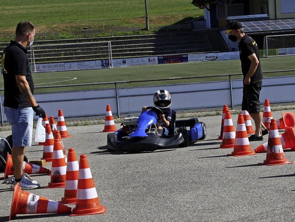 Gas geben, bremsen und lenken − ...− ist in einem Kart Übungssache.    Foto: Christiane Franz