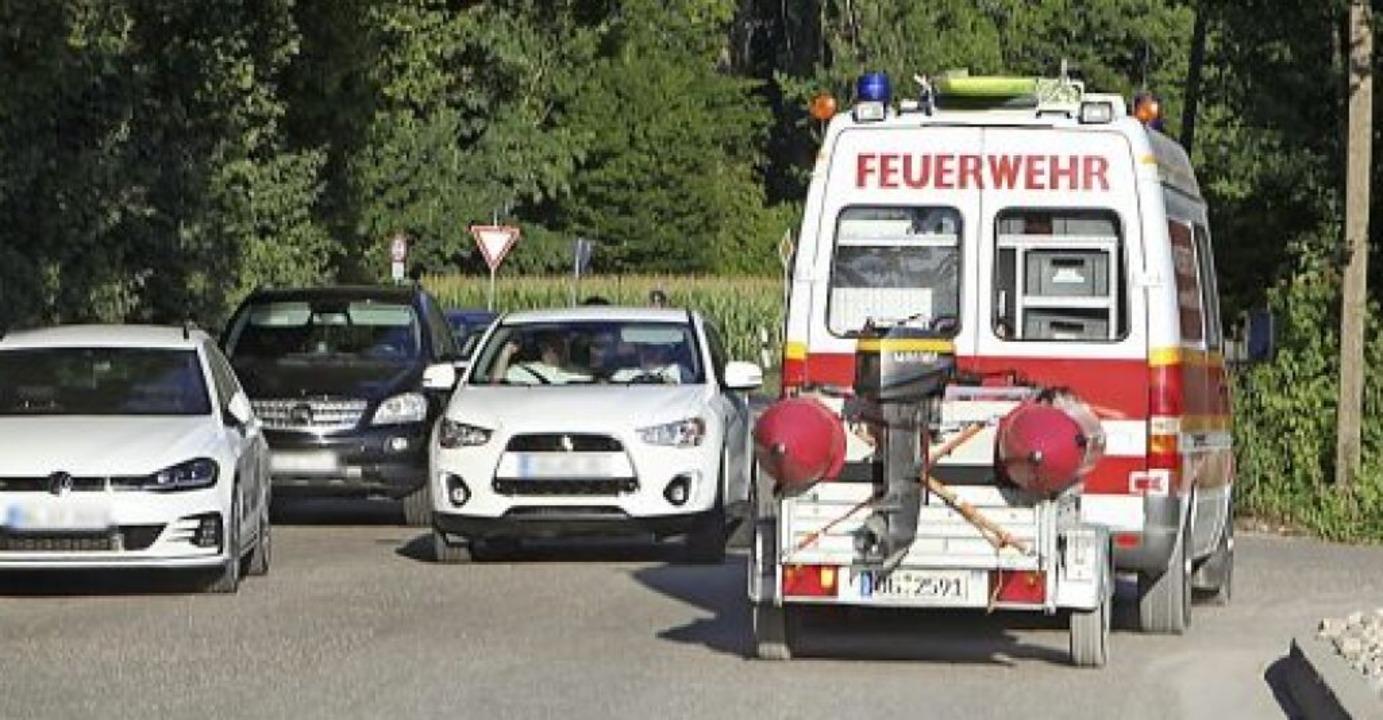 Noch beim Abrücken der Einsatzkräfte  ...r Seite) die Rettungswege blockierten.    Foto: Bastian Bernhardt