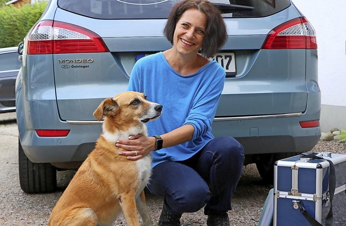 Seit 2017 führt Stephanie Brucker in F...ngsrüde Jack ist ihr treuer Begleiter   | Foto: Kaja Wohlschlegel