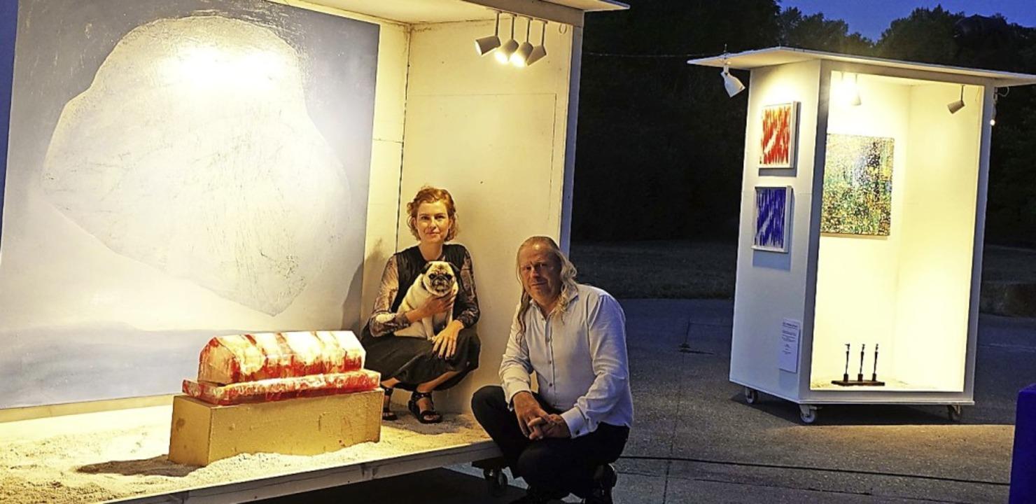 Eine mobile Outdoor-Galerie  haben die... vor dem Kunstraum Kieswerk aufgebaut.  | Foto: Roswitha Frey
