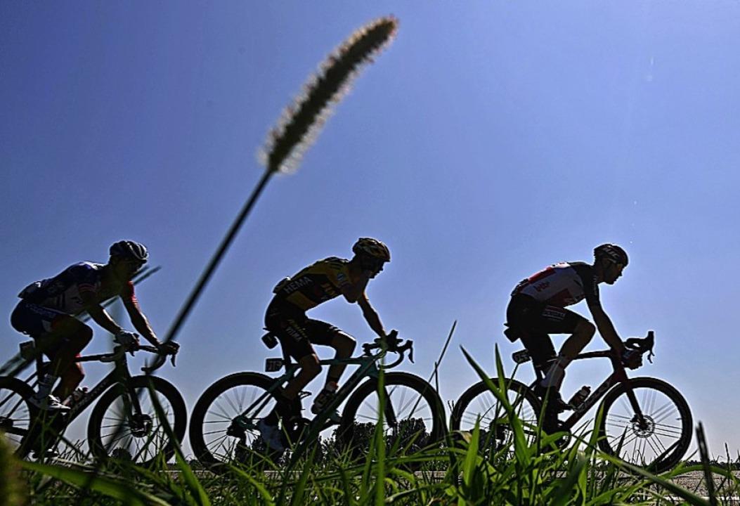 305 Kilometer – länger war der K...nie. Dazu herrschten mehr als 30 Grad.  | Foto: MARCO BERTORELLO (AFP)