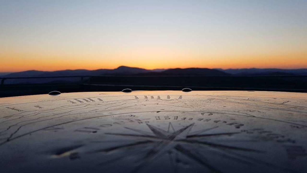 Stimmungsvoll: Der Sonnenaufgang auf dem Blauenturm.    Foto: Julia Jacob
