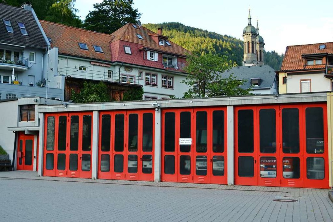 Der Umzug der Feuerwehr an den Busbahn...es Geldes, sagt Bürgermeister Wießner.    Foto: Paul Berger