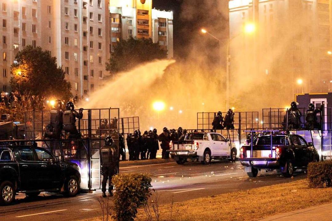 Massenproteste in Minsk    Foto: SIARHEI LESKIEC (AFP)