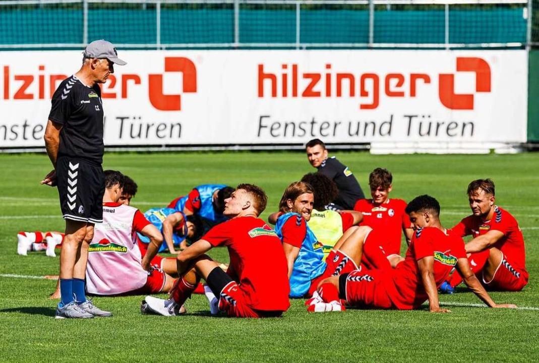 Cheftrainer Christian Streich und der ...ning für die neue Saison eingestiegen.  | Foto: Philipp von Ditfurth (dpa)