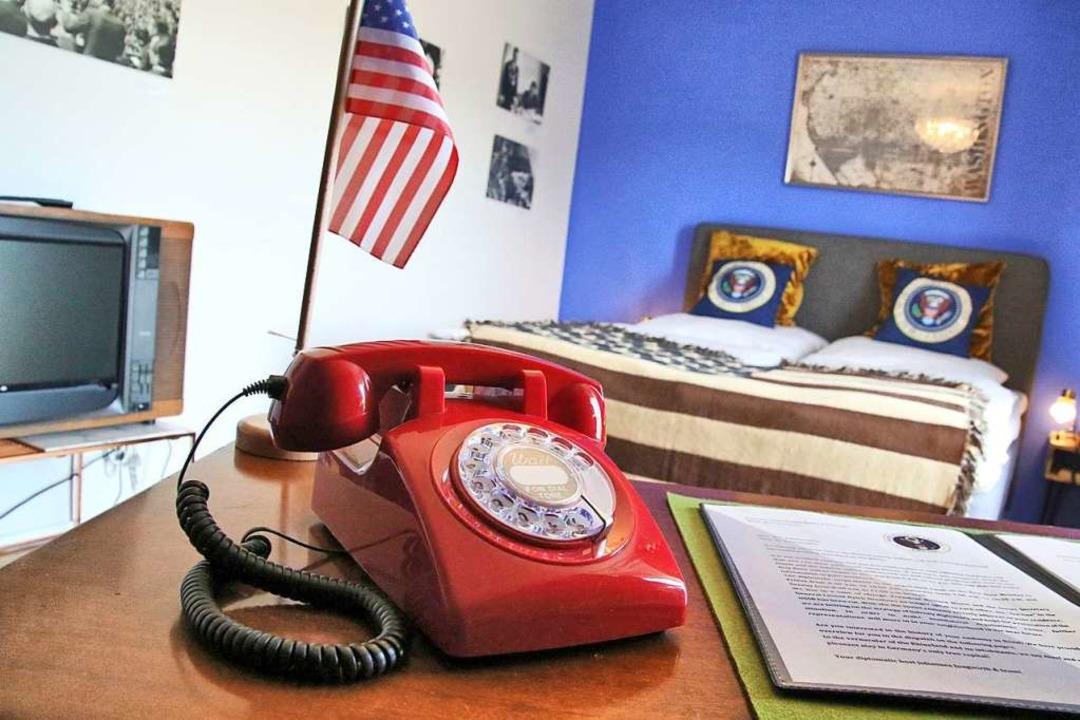 Das US-Zimmer hat auch ein rotes Telefon – aber geht der Präsident ran?  | Foto: Steve Przybilla