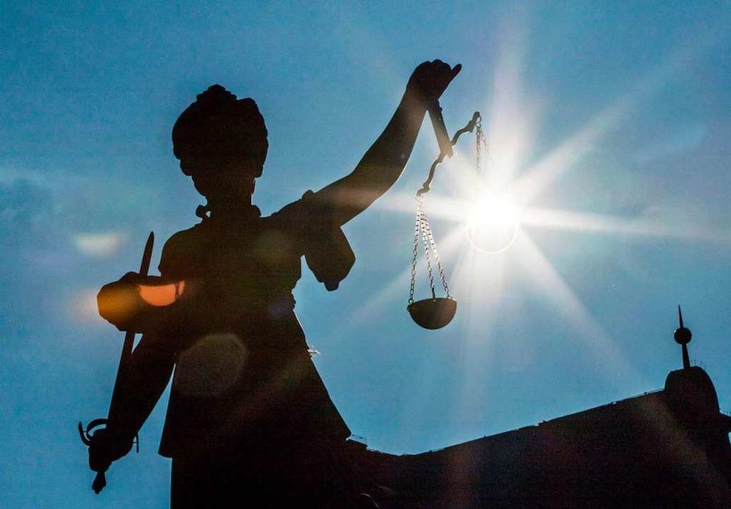 Vor dem Landgericht gestand der Angeklagte die Einbrüche (Symbolbild).  | Foto: Frank Rumpenhorst