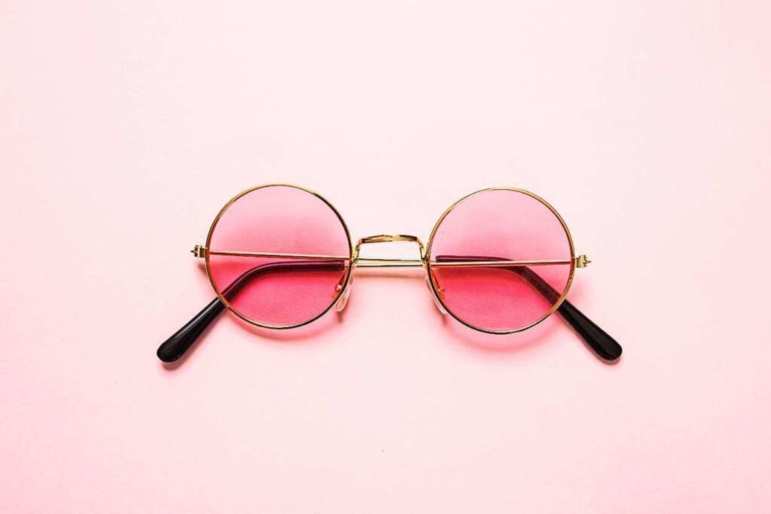 Die rosarote Brille: Das Glückshormon ...t uns offener, wenn wir verliebt sind.    Foto: Rawf8