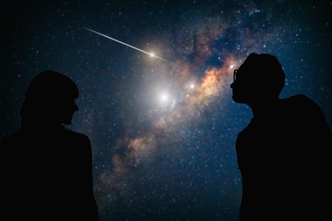 Immer wieder schön: Eine Sternschnuppe...cht durch den Nachthimmel (Symbolbild)  | Foto: astrosystem / stock.adobe.com