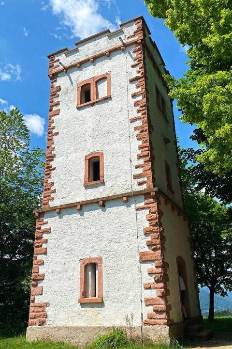 62 Stufen führen hinauf zum Turm auf d...der höchsten Erhebung des Dinkelbergs.  | Foto: Hans-Jürgen Hege