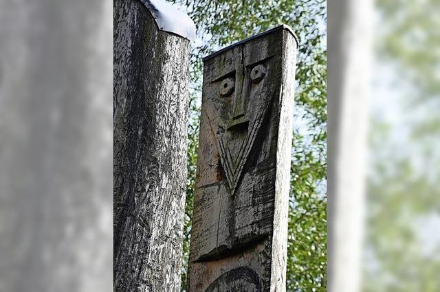 Skulptur wird nachgebessert
