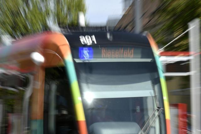 Frau bei Straßenbahn-Notbremsung in Freiburg schwer verletzt