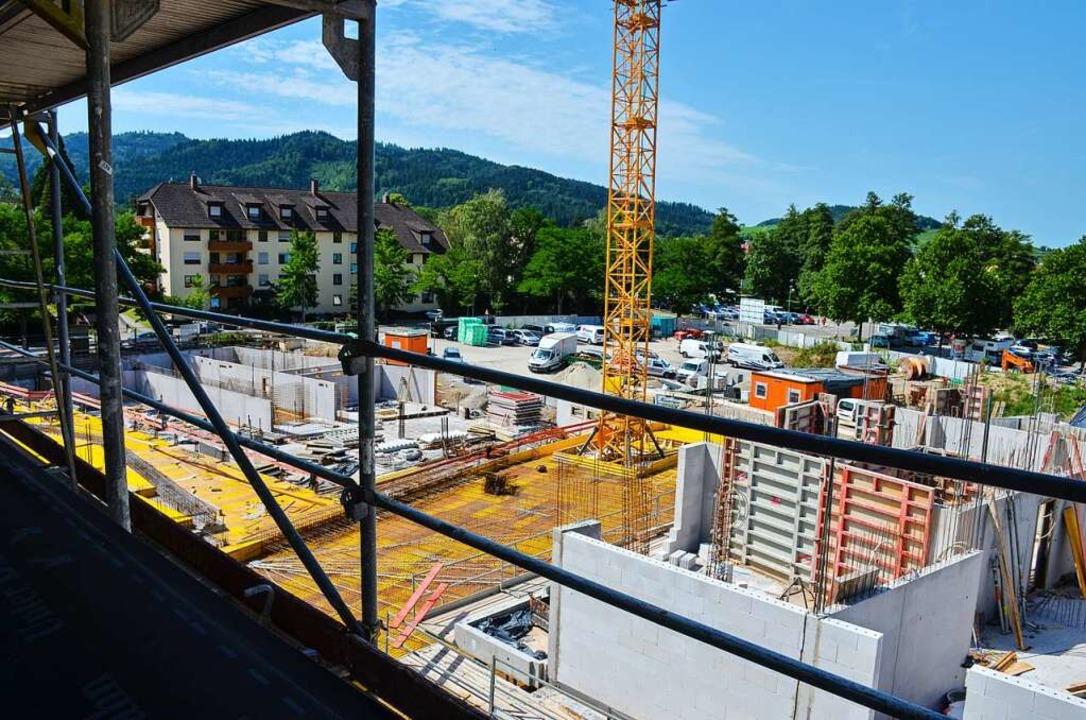 Auf dem Schladerer-Areal in Staufen entstehen neue Wohnungen.  | Foto: Gabriele Hennicke