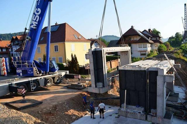 Die Eisenbahnbrücke in Bleibachs Mitte nimmt Gestalt an