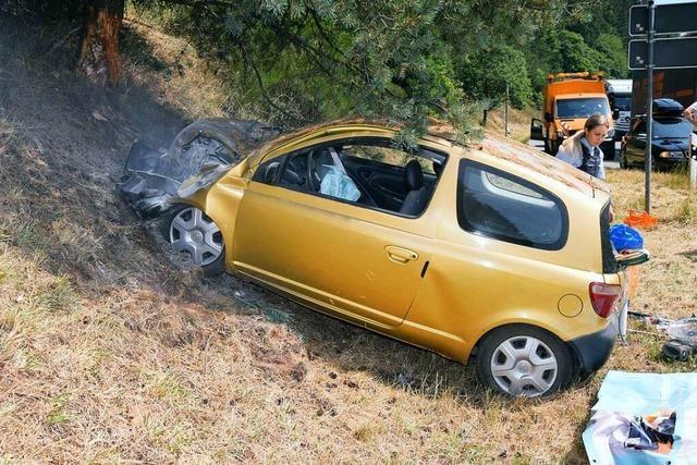 Schwerer Unfall auf der B31 bei der Mülldeponie