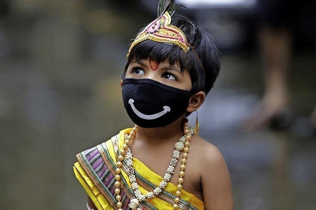 Hindus feiern die Geburt des Gottes Krishna