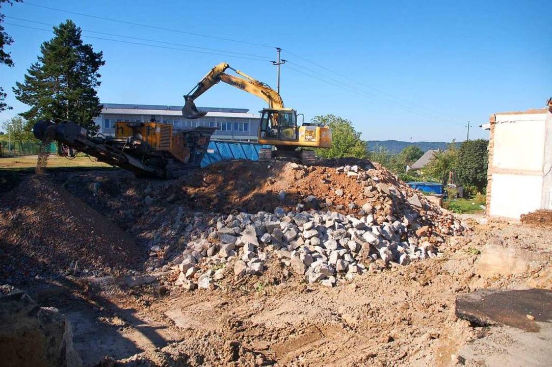 Die Adelhausener haben viel Eigenleist...teckt – nun ist sie abgerissen.   | Foto: Petra Wunderle