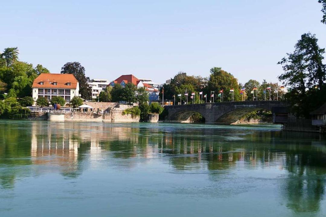 Der Rhein und die Rheinbrücke: Über si...schnell in die Schweizer Nachbarstadt.  | Foto: Verena Pichler