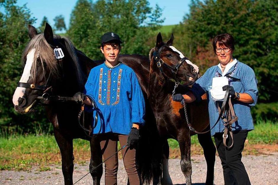 Christina Laubis vom Ganterhof präsentierte zwei Fohlen (Foto: Wolfgang Scheu)