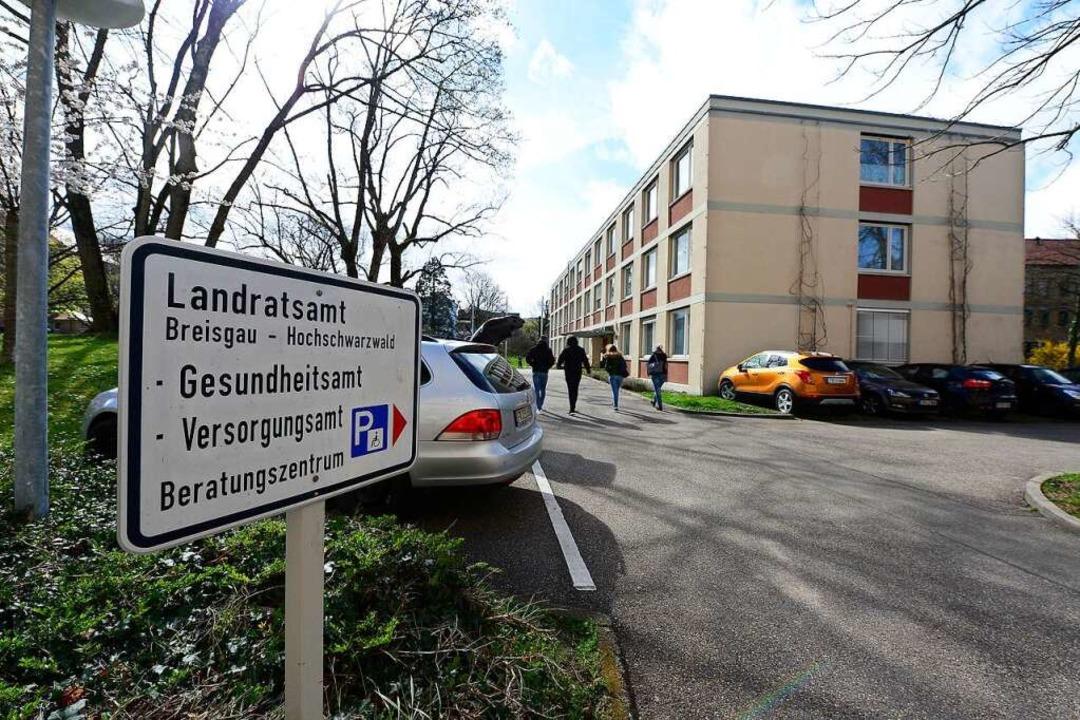 Das beim Landratsamt angesiedelte Gesu...det das Amt wieder erhöhte Fallzahlen.  | Foto: Ingo Schneider