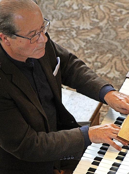 Johannes Götz  am Spieltisch im Chorra...e in St. Peter während seines Konzerts  | Foto: Erich Krieger