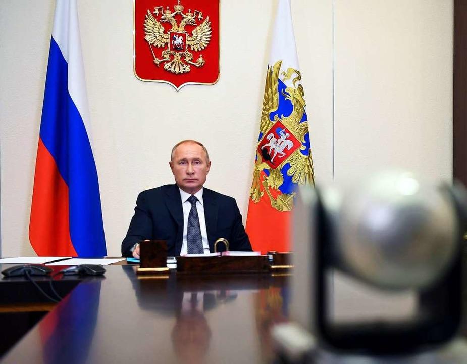 Als Verdrehung der Fakten durch deutsc...orona-Impfstoffs durch Wladimir Putin.  | Foto: Alexei Nikolsky (dpa)