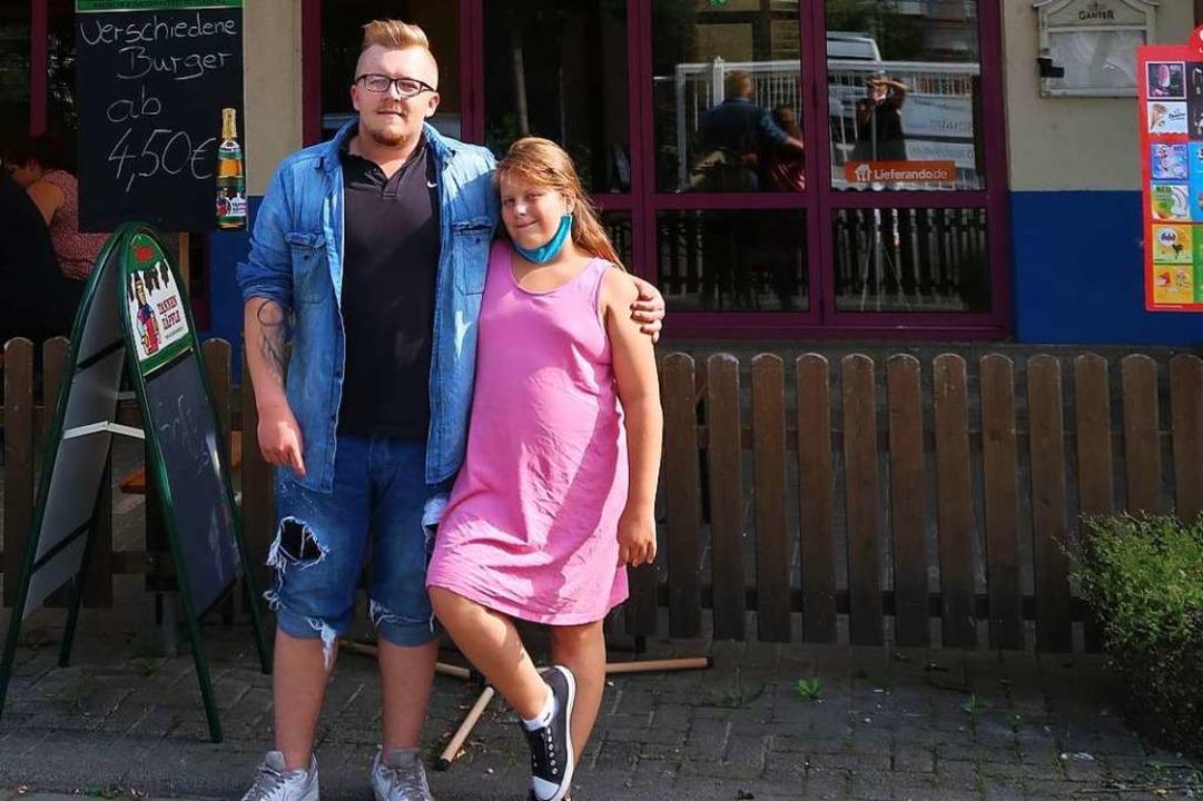 Lucas Patotzki und seine Schwester Cas...e Gäste im Freizeitcenter in Breisach.  | Foto: Christine Weirich
